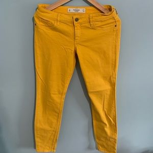 Jeans in yellow